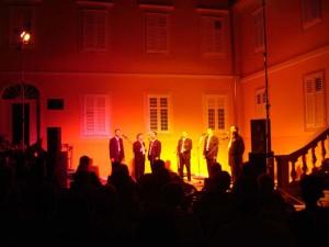 singers-in-city jpg